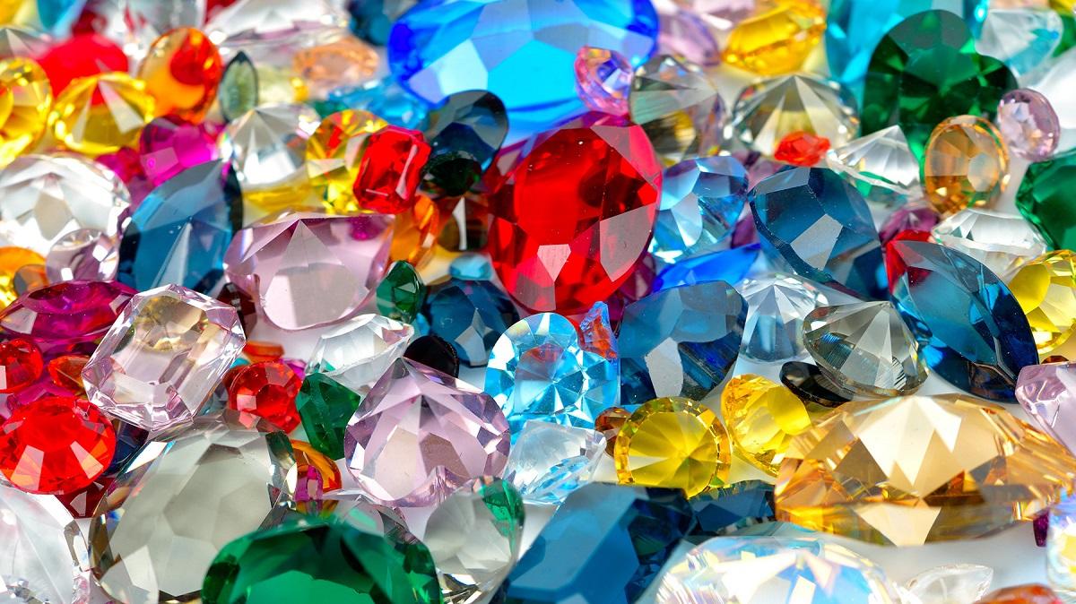 Che differenza c'è tra una pietra preziosa e una semipreziosa?