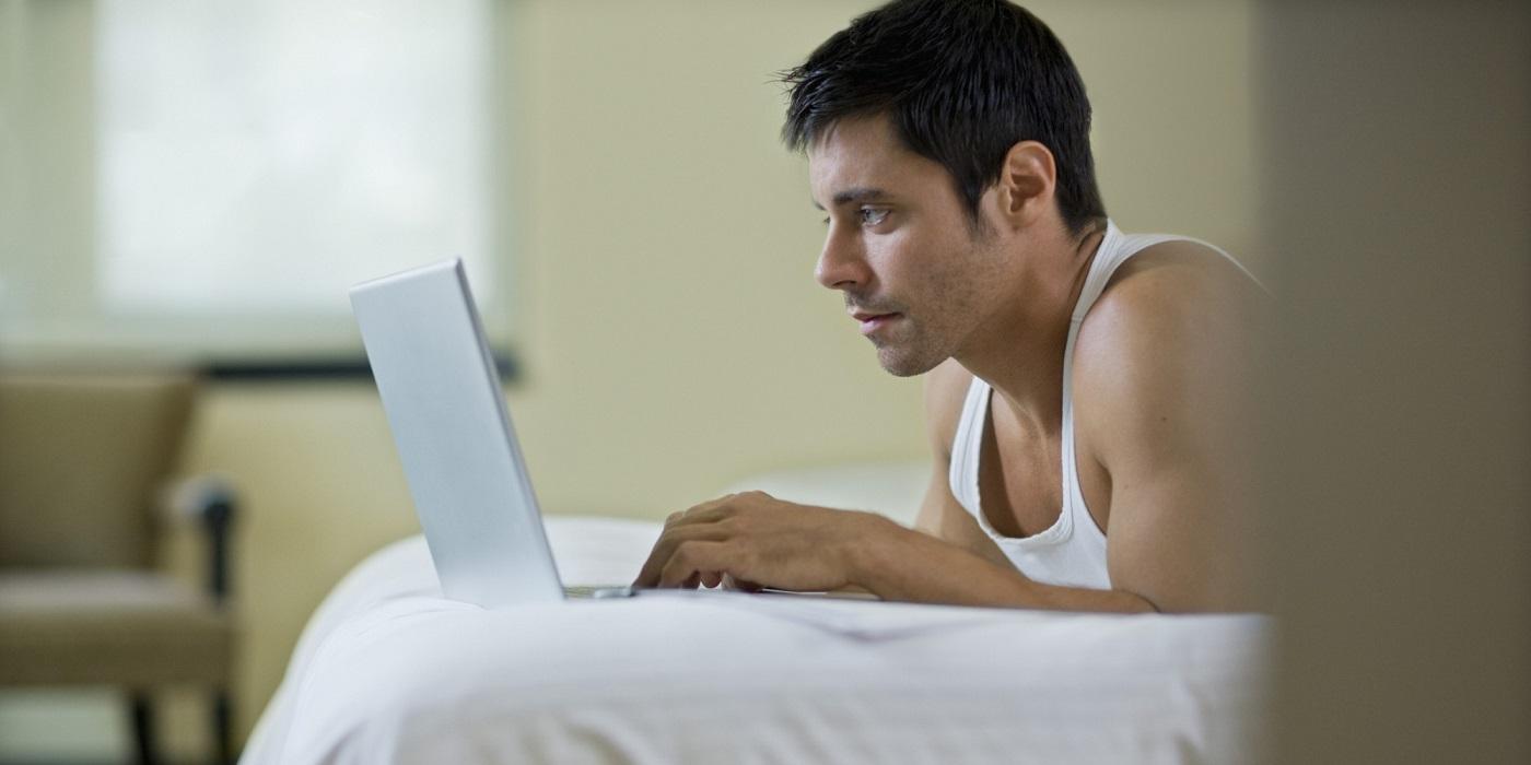 Chi consuma pornografia tradisce di più il partner?