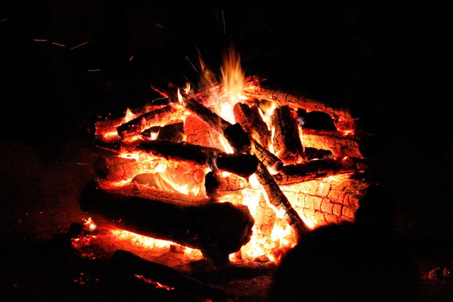 Come fare un fuoco da campo perfetto?