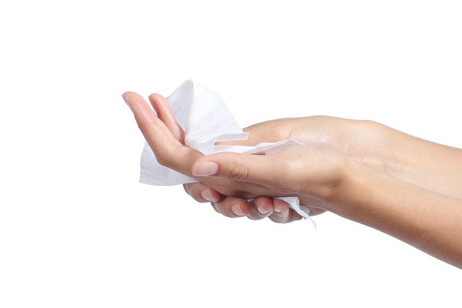 Qual è il miglior modo per asciugarsi le mani nei bagni pubblici?