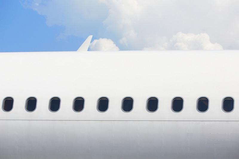 Cosa accadrebbe se i finestrini degli aerei fossero rettangolari?