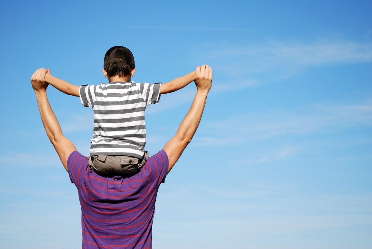 Diventare papà da giovani aumenta il rischio di trasmettere ai figli difetti genetici