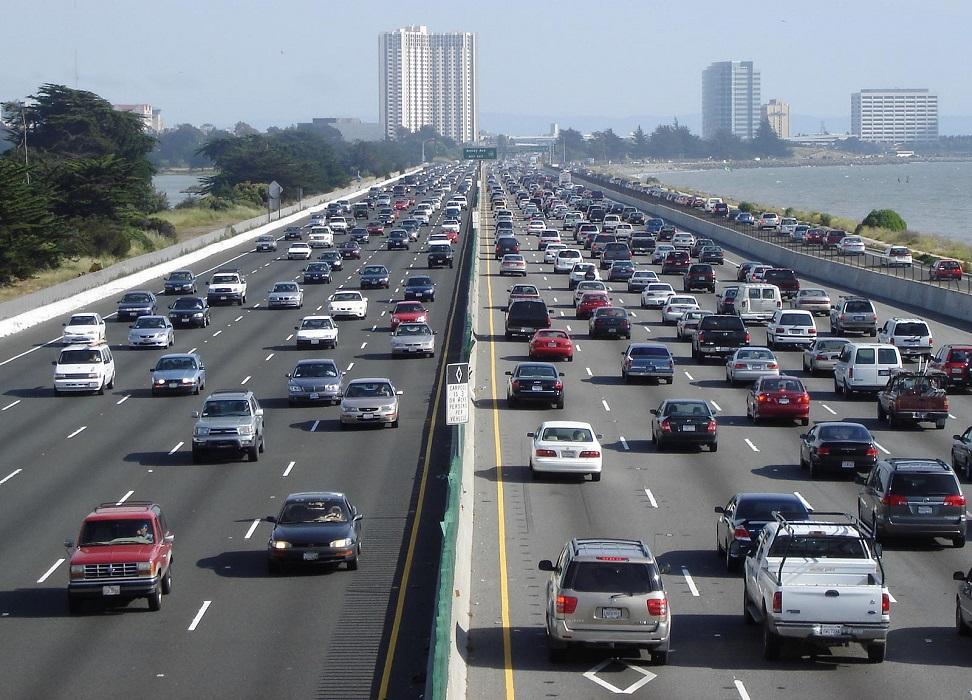 Se aumentassero il numero di strade il traffico migliorerebbe?