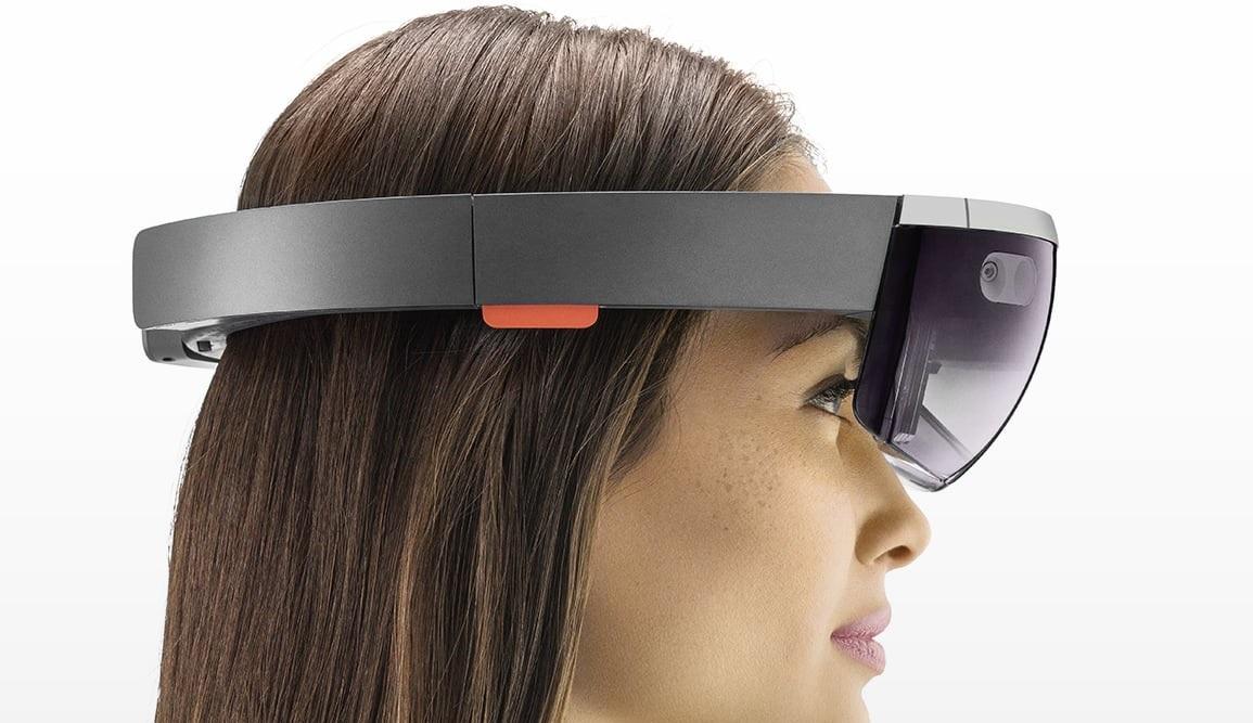 HoloLens è un visore che trasmette delle immagini in 3D a chi lo indossa