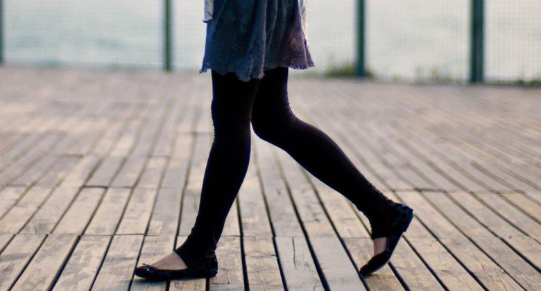 Perché quando si cammina si muovono le braccia?