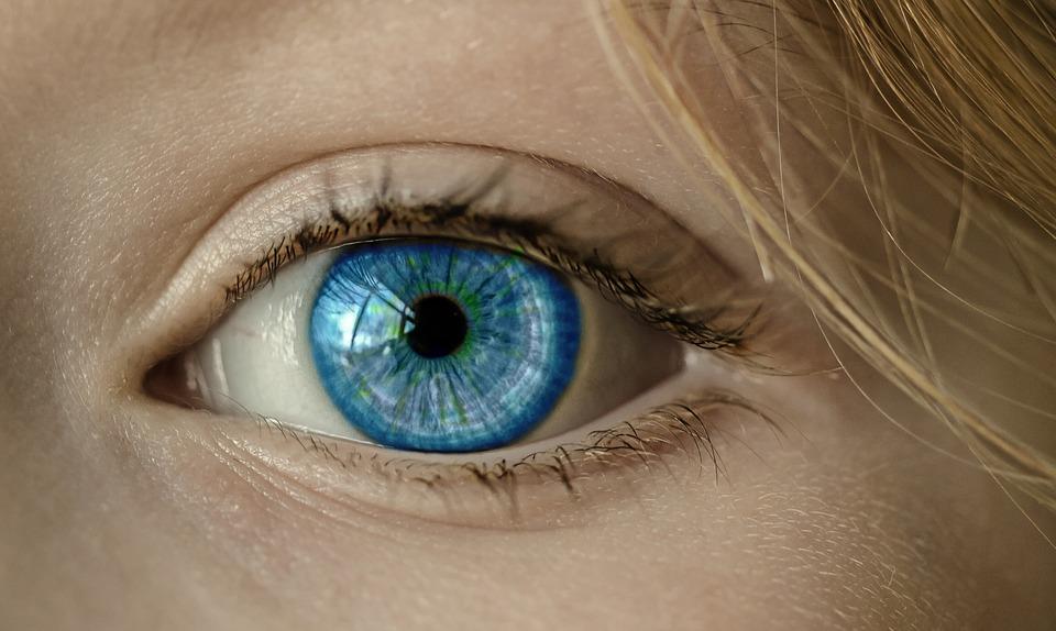 Quando sono comparsi gli occhi azzurri?