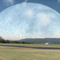 Cosa accadrebbe se la Luna fosse più vicina alla Terra?