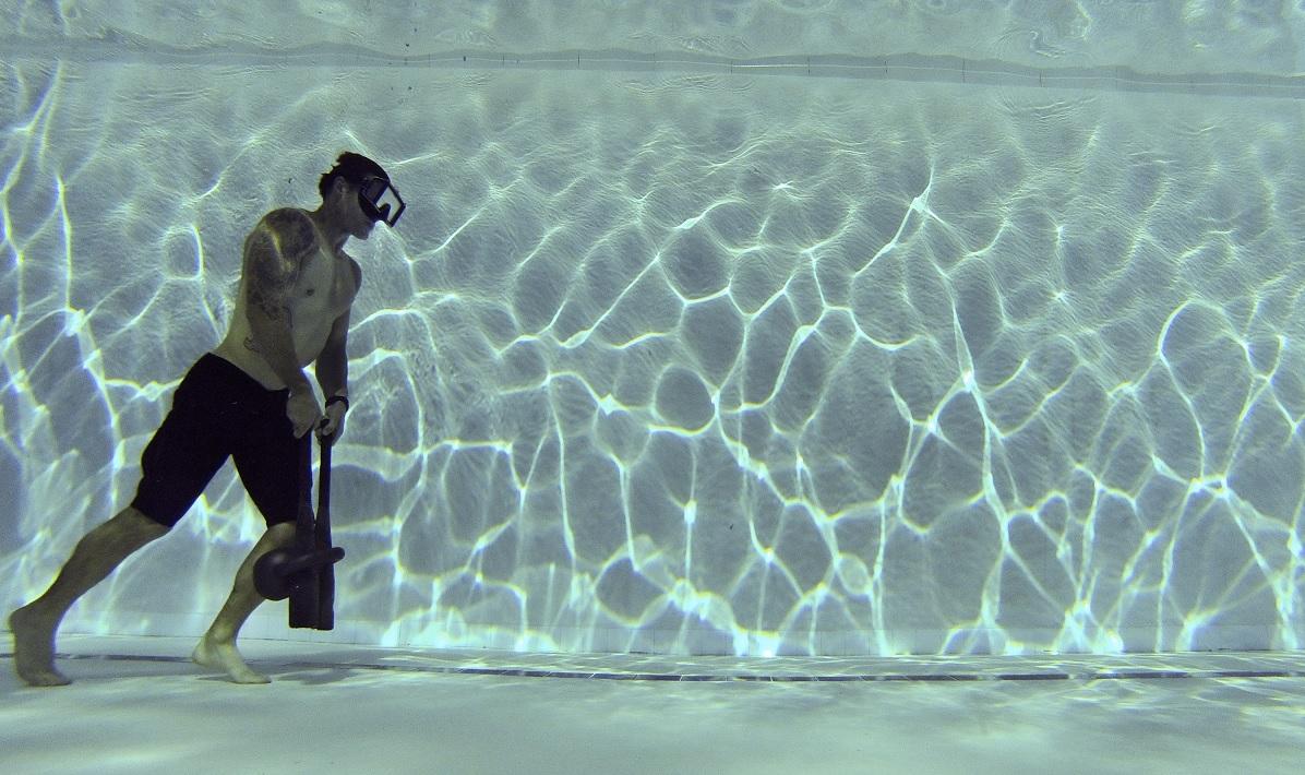Perché in acqua si cammina sulle punte dei piedi