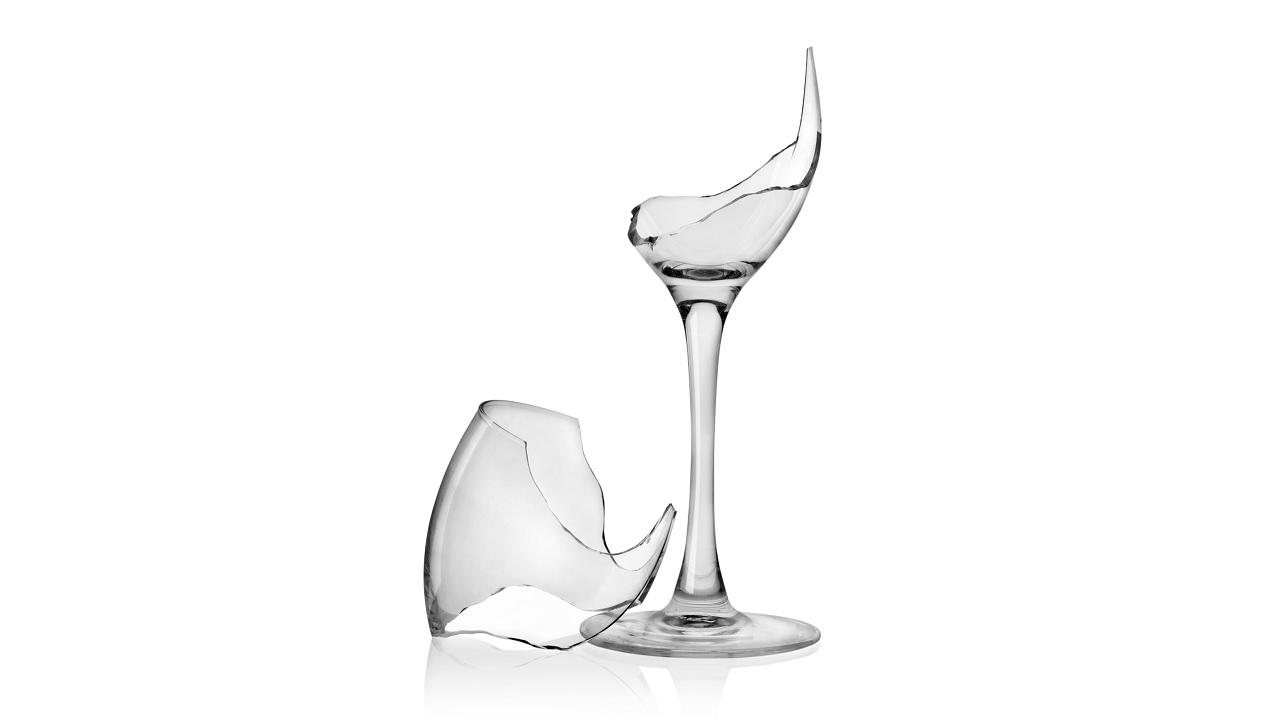Acqua calda nel bicchiere