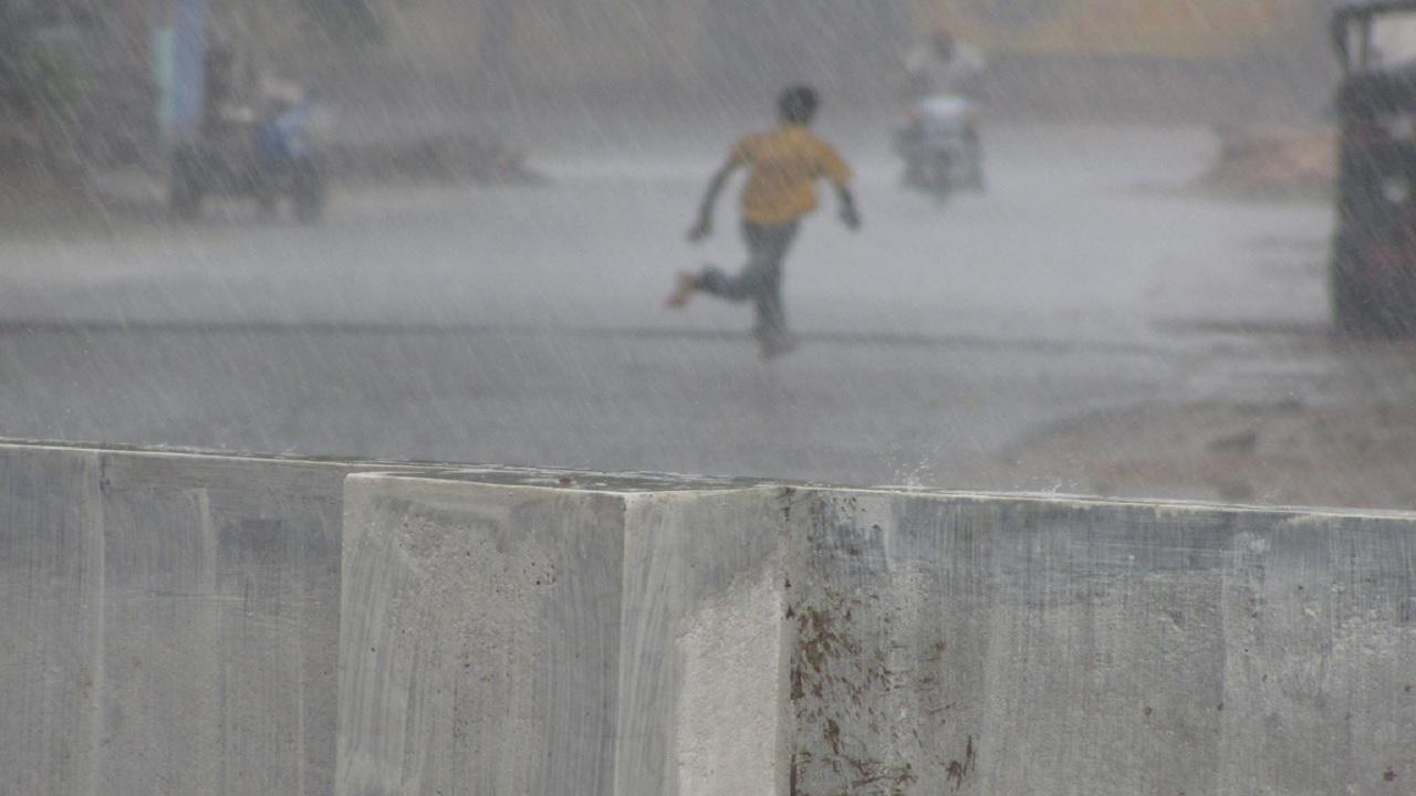 Meglio camminare o correre quando piove?