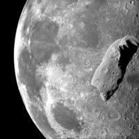 Cosa accadrebbe se un asteroide colpisse la Luna?