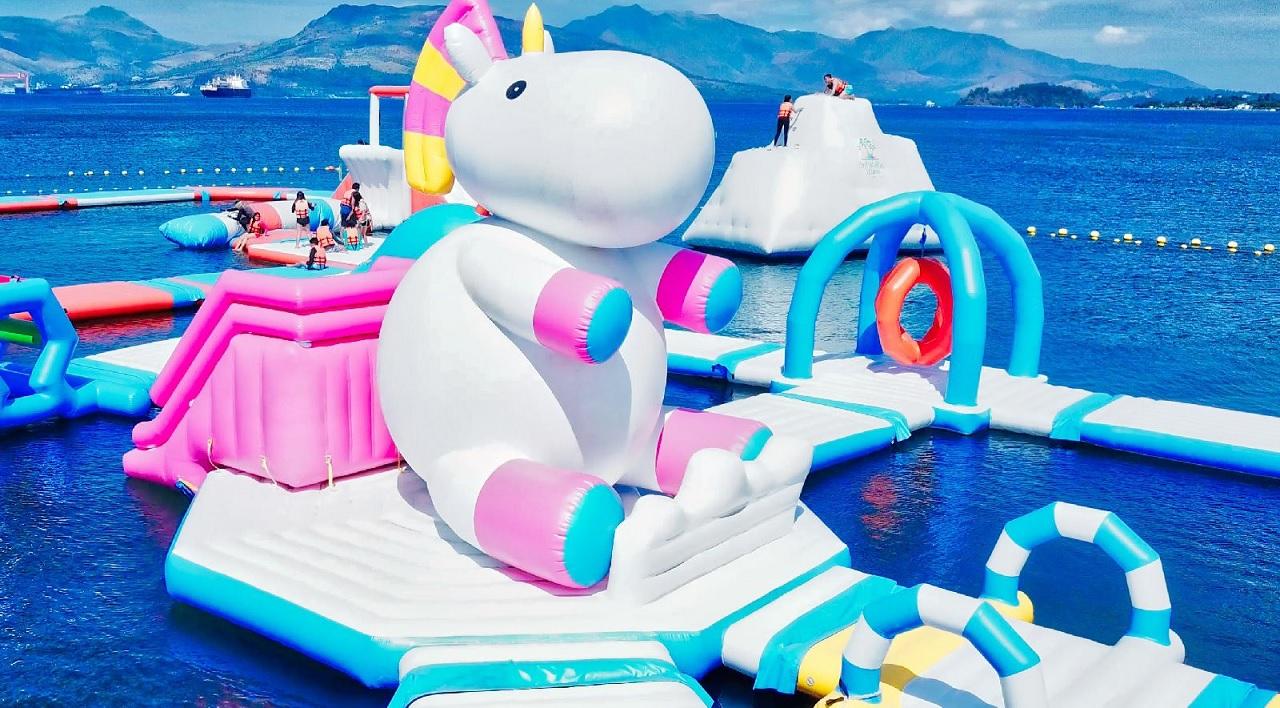Inflatable Island (Isola Gonfiabile), nota soprattutto con il nome di Isola degli Unicorni.