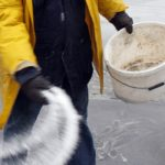 Perché quando nevica si cospargono le strade di sale?