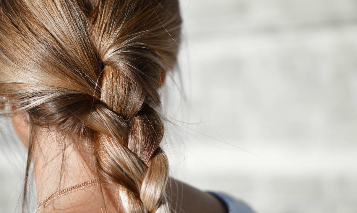 In estate i capelli diventano più chiari?