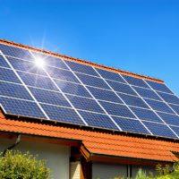 Come viene sfruttata l'elettricità prodotta dai pannelli solari domestici?