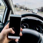 Guidare telefonando con il vivavoce è sicuro?