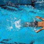 Quando si nuota si suda?
