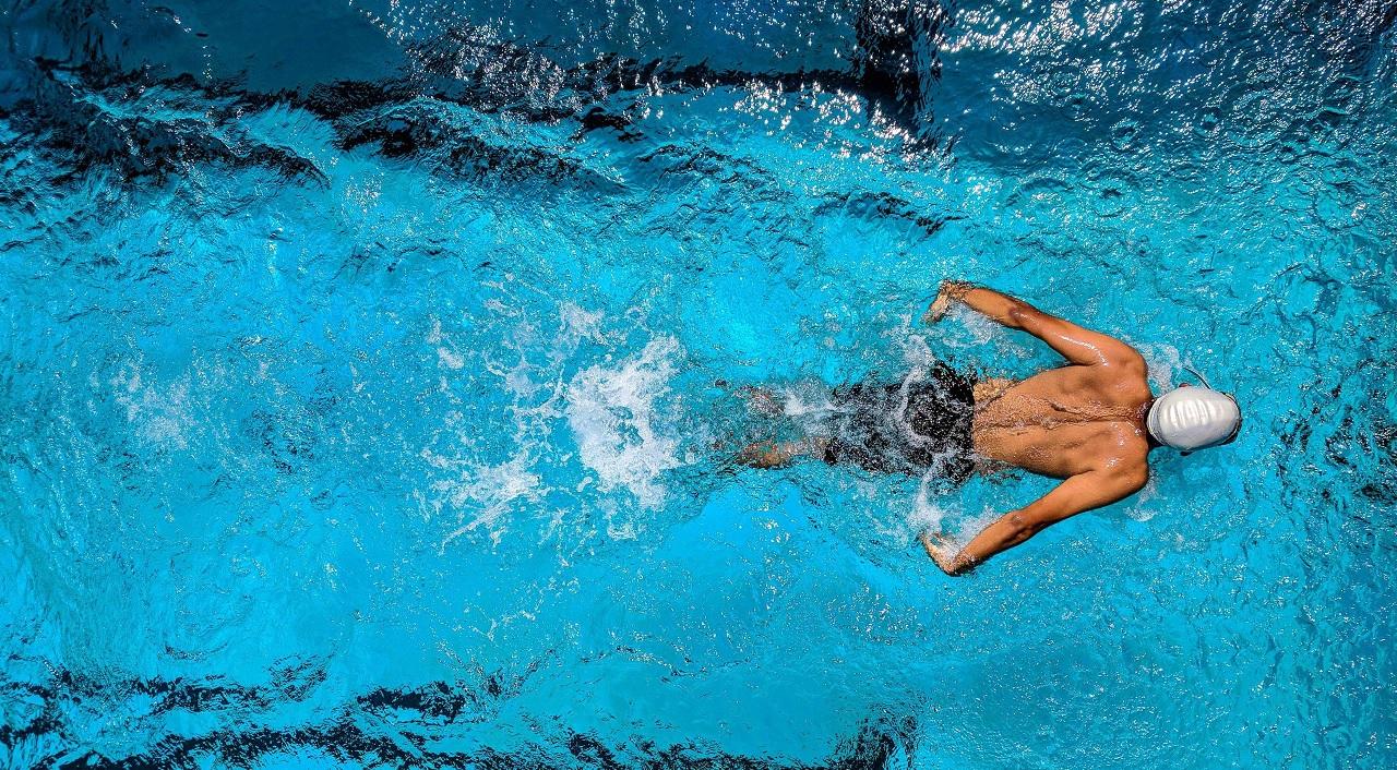 Nuotando si suda?