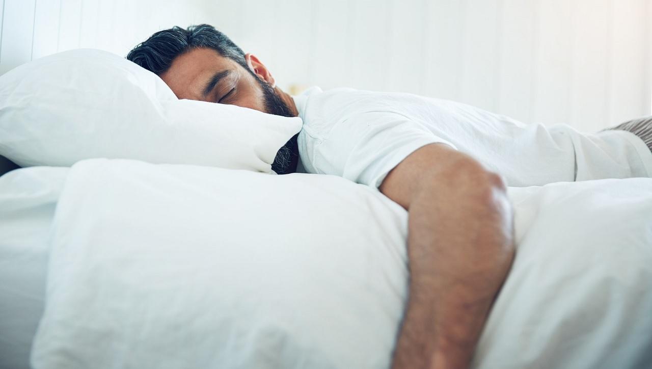 Dormire a pancia in giù favorisce i sogni erotici?