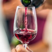 Bere vino rosso fa bene?