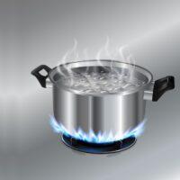 Si può spegnere il fuoco con dell'acqua bollente?