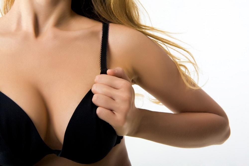 È vero che nelle donne il seno sinistro è più grosso di quello destro?