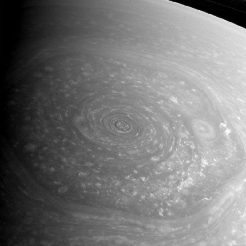 Foto dell'esagono di Saturno scoperta dalla sonda Voyager
