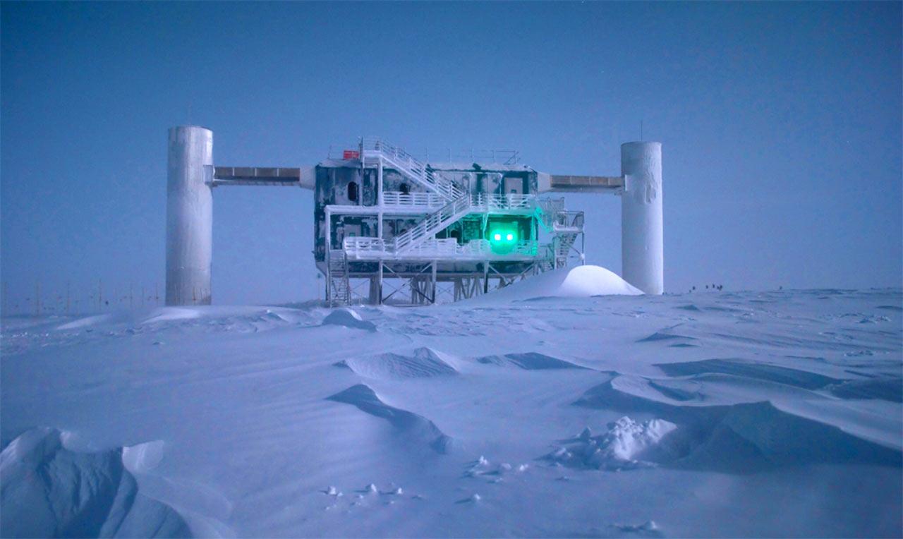 L'esperimento iceCube. L'esperimento iceCube serve a rivelare i neutrini