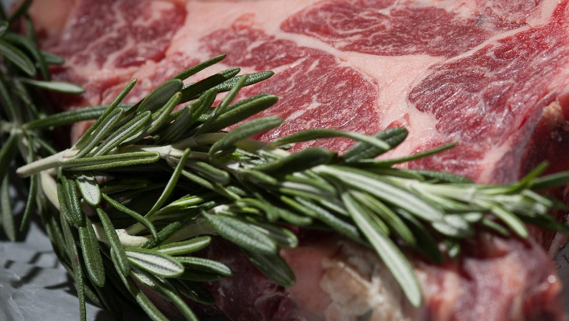 Mettere il rosmarino sulla carne previene la formazione di ammine eterocicliche
