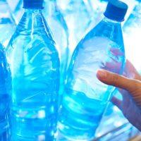 Perché non si può portare acqua in aereo?