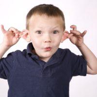 Perché ai compleanni si tirano le orecchie?