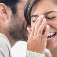 In amore far ridere serve?