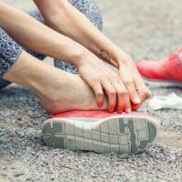 Perché ci tocchiamo dove sentiamo dolore?